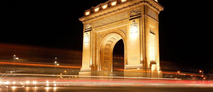 Arcul de Triumf este un monument situat în partea de nord a Bucureștiului, în sectorul 1, la intersecția șoselei Kiseleff cu bulevardele Constantin Prezan, Alexandru Averescu și Alexandru Constantinescu.